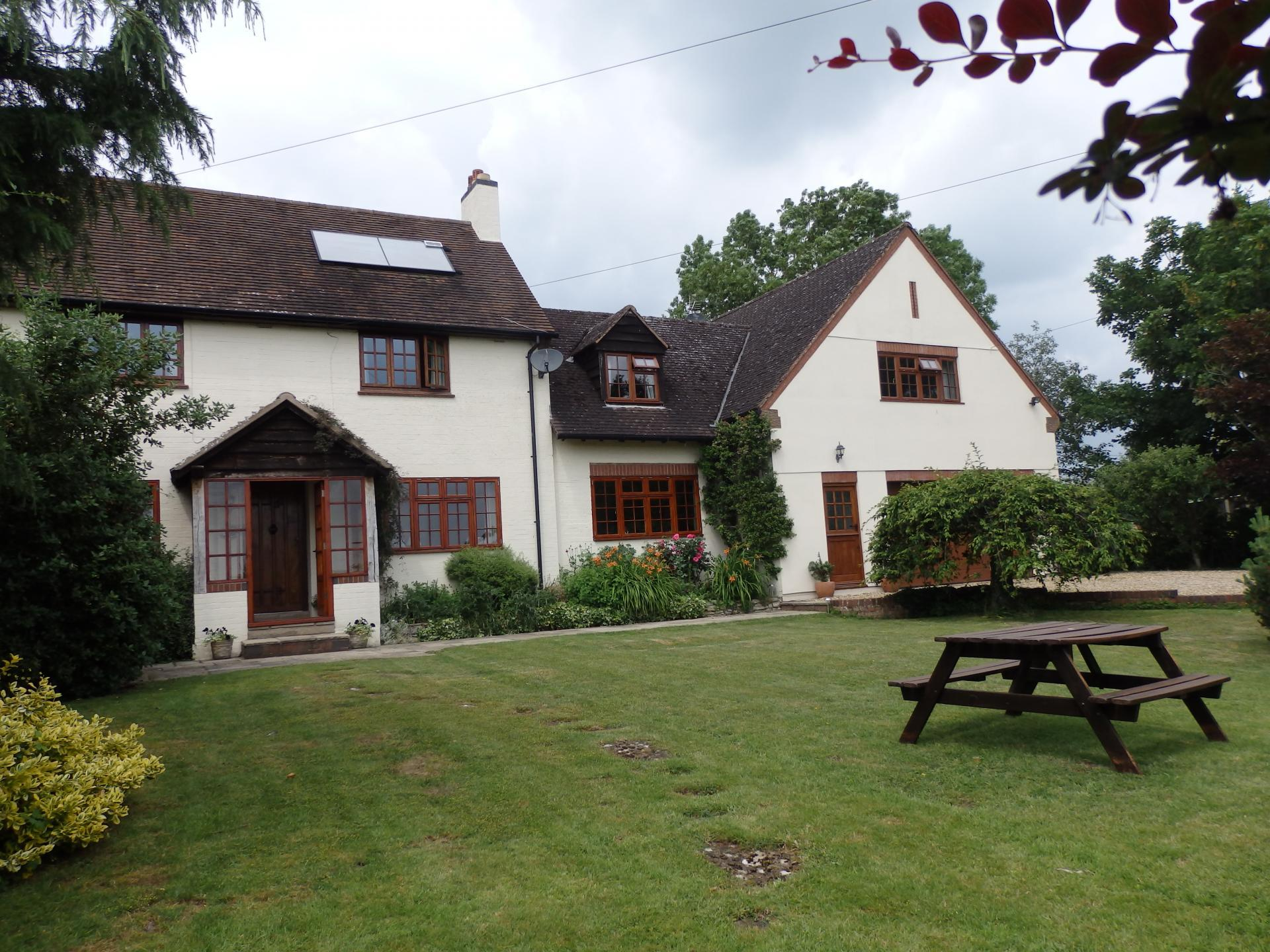 Larkrise Cottage in Cotswolds
